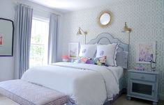 Bedroom with Quadrille Zig Zag Bench in Lavender and Schumacher Imperial Trellis Wallpaper (Photo by Joanne Posse-Stephanie Kraus Design) Blue Teen Girl Bedroom, Teen Girl Bedrooms, Big Girl Rooms, Preppy Bedroom, Lilac Bedroom, Aqua Wallpaper, Trellis Wallpaper, Dream Bedroom, Home Bedroom