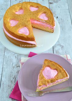 Valentijn Lemon Meringue Wolken cake - Valentine lemon meringue cake - Laura's Bakery Lemon Meringue Cake, Sandwich Cake, Sweet Pie, Love Cake, Cake Cookies, Yummy Cakes, Cake Designs, Love Food, Baked Goods