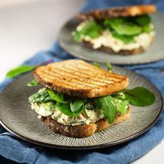 Reseptit Salmon Burgers, Sandwiches, Ethnic Recipes, Food, Salmon Patties, Eten, Paninis, Meals, Diet