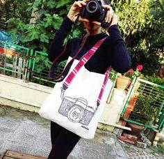 Renkli yaz aylarında size eşlik edebilecek hafif ve kullanışlı tasarım çantalarımız sahiplerini bekliyor Ücretsiz kargo ve kapıda ödeme imkanıyla hemen sipariş verebilirsiniz    İletişim: whatsapp/ 0539 355 88 74