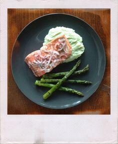 lemon dill salmon with cauliflower puree & asparagus