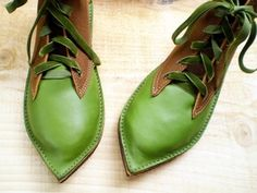 These are handmade shoes that would be perfect for a renaissance festival!! She has other styles too... Love the pointed toe!
