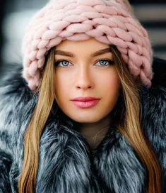 Chunky Knits, Big Knits, Gorgeous Eyes, Beautiful Women, Unique Photo, Woman Face, Pretty Face, Pretty People, Best Makeup Products