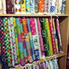 El sábado pasado estuve en Nunoya , una tienda de Barcelona especializada en telas japonesas . No había estado nunca y me encantó. Está... Quilt Material, Art Supplies, Quilts, Sewing, Fabrics, Events, Scrappy Quilts, Japanese Fabric, Sewing Tutorials