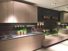 A combinação que tanto amamos no showroom da Fendi: cozinha em Lacca e Laccato Vanilla! #FuoriSaloni #FendiCasa #iSaloni #SaloneDelMobile by bontempomaceio