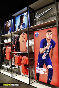 Boutique Interior, Clothing Store Interior, Clothing Store Design, Gym Interior, Football Shop, Football Design, Soccer Outfits, Sport Outfits, Tennis Shop
