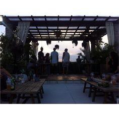 Chilling out.   #hangout #sunday #bismaeight #ubud #instagram #instagood #sunset #people #chillingout #friends #instacool #happyday #enjoy #bali #indonesia #thebalibible #joyful #iphonesia by trias.susanti