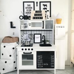 Minikök bjuder in till lek! Ikea Kids Kitchen, Diy Play Kitchen, Toy Kitchen, Ikea Kids Furniture, E Room, Toy Rooms, Home Decor, White Tiles, Wall Murals