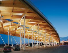 Pictures - Canadian Plaza at the Peace Bridge - Wood deck and glulam beam roof structure over secondary inspection area - Architizer Wood Architecture, Architecture Details, Timber Structure, Bridge Structure, Shade Structure, Facade Lighting, Lighting Design, Timber Buildings, Concrete Wood
