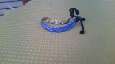 Bracciale di cuoio blu e dorato