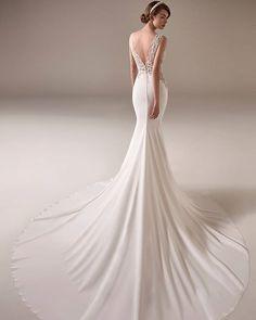 Pronovias Sincerity Bridal, Lillian West, Rosa Clara Wedding Dresses, Unique Dresses, Wedding Planning, Mermaid, How To Make, Instagram, Beading