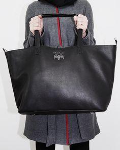 Fine leather handbags from Prague Luxury Handbags, Prague, Leather Handbags, Madewell, Black Leather, Tote Bag, Fashion, Luxury Purses, Black Patent Leather