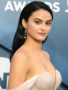 Camila Mendes - So Funny Epic Fails Pictures Beautiful Girl Image, Most Beautiful Women, Beautiful People, Camila Mendes Veronica Lodge, Camila Mendes Riverdale, Riverdale Veronica, Camilla Mendes, Corps Parfait, Fall Hair Colors