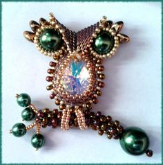 P@tty Perline: My little owl. Brooch and Pendant - Someday I'll be good enough at beading to make this:)