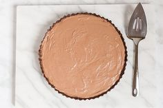 If these chocolate tart photos have you drooling, we've got great news: you can be moving a slice from fork to face in just two hours. We're obsessing over this no-dairy, no-bake chocolate tart…