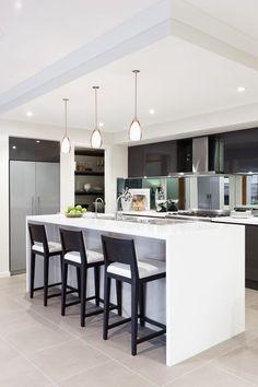 Love this kitchen with mirror backsplash - even the same shape as my future kitchen! Bar krukken zijn mooi