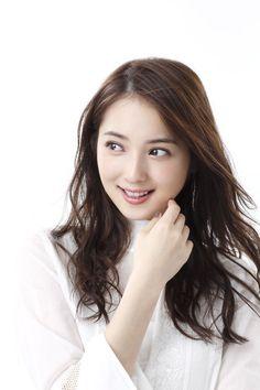 韓国語の勉強は「韓国語の先生にマンツーマンでレッスンしていただいたり、仕事の移動中に韓国語の音源を聞いて覚えました」
