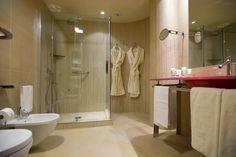 Grand Hotel Boscareto #bathroom #tiles Quality Quartz collection http://www.caesar.it/piastrelle-per-hotels-spa-4/progetto-2650.jsp