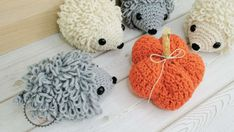 Crochet hedgehog pattern - Make a simple and cute hedgehog with the loop stitches. All Free Crochet, Love Crochet, Learn To Crochet, Double Crochet, Single Crochet, Crochet Hedgehog, Cute Hedgehog, Crochet Patterns Amigurumi, Crochet Toys