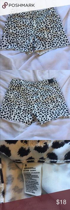 "AEO hi rise leopard denim shorts, 8 American Eagle Outfitter Jean Shorts in a size 8. High rise, with a fetching black and white leopard pattern. Waist is 30"", rise 10"", length 13"". Material is 71% cotton, 27% polyester, and 2% elastane, with a bit of stretch. 🦊 I do not model or trade. Please use measurements provided and ask all questions prior to purchasing. I want happy customers! 😊 American Eagle Outfitters Shorts Jean Shorts"