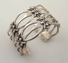 This is an awesome vintage bracelet. The bracelet is in excellent vintage condition with no marks or repairs. The bracelet measures approx 2 3/8