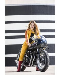 """Honda Four 500 Cafe Racer """"Royal Racer"""" by Kikishop Custom #caferacergirl #motorcyclesgirls #chicasmoteras 