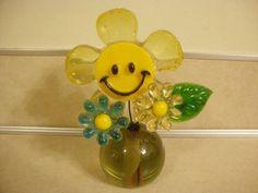 Vintage Happy Smiley Face Flowers Lucite Acrylic Mid Century Flower Power! Plastic Flowers, Resin Flowers, Happy Smiley Face, Smiley Faces, Hippie Flowers, Flower Power, Mid Century, Smileys, Retro