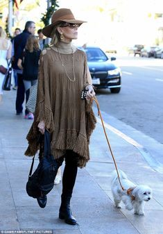 Jane Fonda stuns in earthy outfit while walking dog in Beverly Hills Earth mama! Jane Fonda looked l Mature Fashion, Over 50 Womens Fashion, 80s Fashion, Modest Fashion, Korean Fashion, Fashion Outfits, Petite Fashion, Style Fashion, Fashion Over Fifty