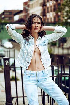 Jacket and Jeans BLK DENIM, Necklace Diane Von Furstenberg