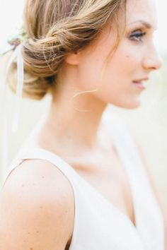 Weddbook is a content discovery engine mostly specialized on wedding concept. You can collect images, videos or articles you discovered  organize them, add your own ideas to your collections and share with other people | Simple, easy hairstyle