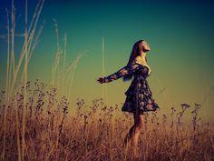 девушка на дереве: 18 тыс изображений найдено в Яндекс.Картинках