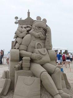 Stormtrooper Sand Sculpture - http://1dak.com/stormtrooper-sculpture/