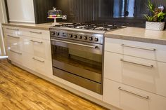 Free standing 900 oven. Two-toned, contemporary kitchen. www.thekitchendesigncentre.com.au