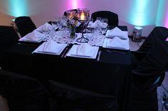 una mesa moderna...