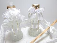 """Kit lavabo em """"RENDA""""  Incluso bandeja + aromatizador de ambiente + sabonete líquido ( frasco de vidro)  Altura do frasco: 20 cm / 200ml"""