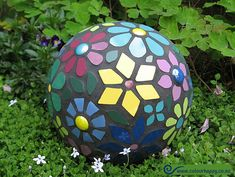 Mosaic ball for the garden - flowers all year round!