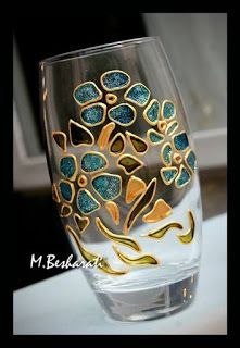 Carole Irvine's media content and analytics Painted Glass Vases, Painted Wine Bottles, Painted Wine Glasses, Glass Bottle Crafts, Wine Bottle Art, Glass Bottles, Glass Painting Patterns, Glass Painting Designs, Mosaic Glass