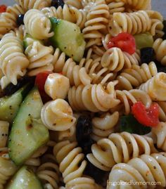 Pasta Salad Recipe With Vegetables. Colorful Pasta Salad Made With Vegetables and Salad Supreme Recipe! My Most Requested Dish for Family Get Togethers! I Love Food, Good Food, Yummy Food, Tasty, Pasta Mexicana, Salada Light, Cuisine Diverse, Pasta Salad Recipes, Recipe Pasta