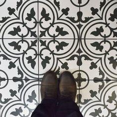 "EliteTile Artea 9.75"" x 9.75"" Porcelain Field Tile in Black/White"