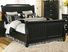 Black sleigh bed. That's all I'm asking for in life.