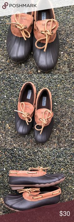 "EUC Sperry Cormorant Duck Shoes Size 6 Bummer re-posh. Excellent used condition for Sperry ""Cormorant"" duck shoes, in rich chocolate brown/ almost black. Size 6.  Product details: https://www.amazon.com/Sperry-Top-Sider-Womens-Cormorant-Core/dp/B00YS31HEI Sperry Shoes Winter & Rain Boots"