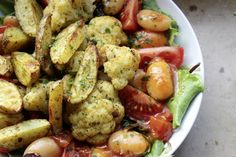 Johannas Abendessen: Kartoffelecken mit Blumenkohl auf gemischtem Salat