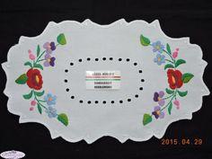 Hímzett terítő kalocsai színes hímzéssel 30x22cm   Kézimunka Webáruház