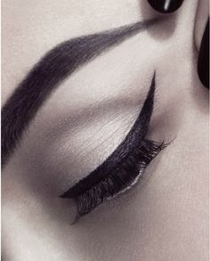 Winged liner - Eyeliner