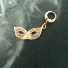 Fossil charm - the mask Stainless steel, gold rose, with crystals, very beautiful NWOT Jewelry