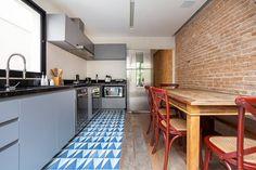 Casa Moema: Cozinhas translation missing: br.style.cozinhas.eclético por Tria Arquitetura