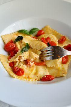 Raviolis au safran, ricotta et tomates confites