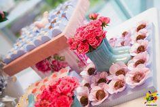 Candy bar de bautizo con flores6