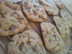 Her kommer en oppskrift på Amerikanske Cookies, den seige, gode sorten..............     Oppskrift:  250 gram hvetemel, 0,5 ts bakepulver, 0...