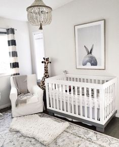 all gray and white for this minimal nursery | Décor Aid #ParentingBedroom